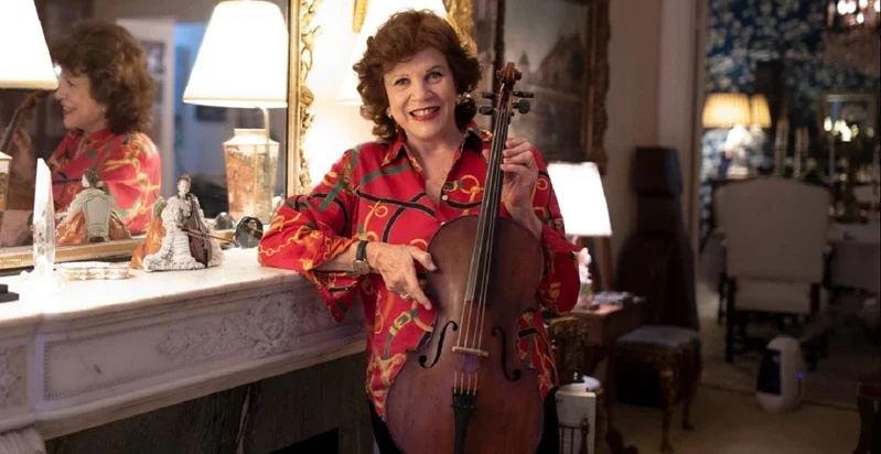 大提琴家瓦列芙斯卡的琴牵两世缘