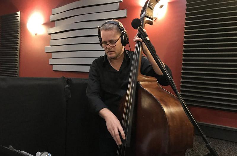 如何除去低音提琴琴身上沉积的松香