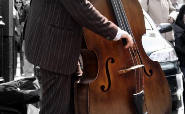 谈大贝斯的演奏技巧及作用