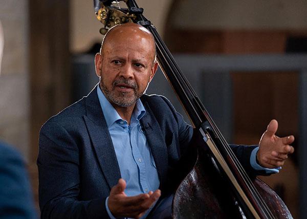Leon Bosch:在舒曼的钢琴伴奏下练习巴赫的大提琴组曲
